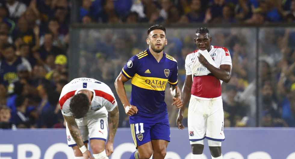 Eduardo Salvio, center, of Argentina's Boca Juniors runs past Jesus Murillo, right, and Adrian Arregui of Colombia's Independiente Medellin after he scored a goal during a Copa Libertadores soccer match at La Bombonera stadium in Buenos Aires, Argentina, Tuesday, March 10, 2020. (AP Photo/Marcos Brindicci)