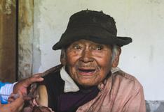 Huánuco: adulto mayor de 121 años recibió primera dosis de vacuna de AstraZeneca