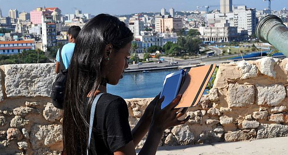 Cuba ofrece WiFi gratis en céntrica plaza de La Habana