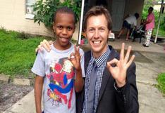 Reportero halla a niño perdido mientras informaba sobre su caso