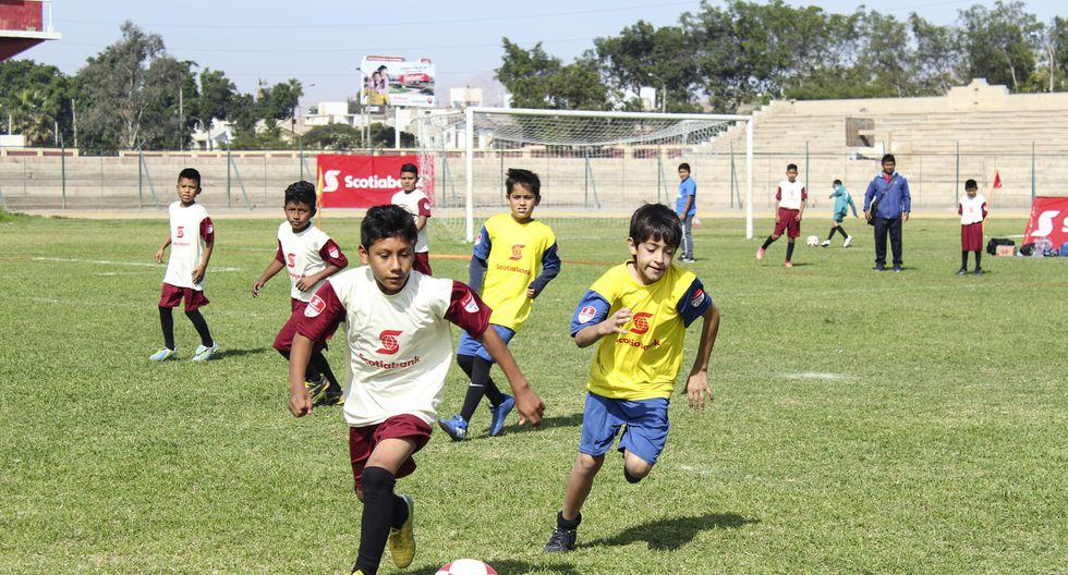 Las actividades deportivas permiten que los niños y niñas desarrollen habilidades blandas como trabajo en equipo y disciplina.