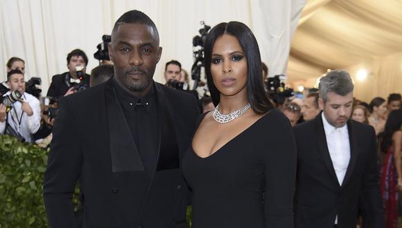 Idris Elba y Sabrina Dhowre. (Foto: AP)