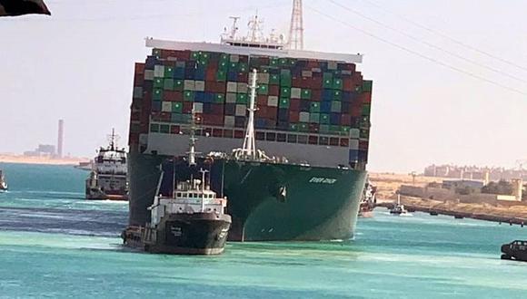El buque Ever Given fue desencallado y se reanudó el tráfico por el Canal de Suez. (Foto: EFE).