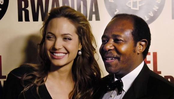 """""""Hotel Ruanda"""" fue nominada a los premios Oscar. Durante el estreno del film, de 2004, Angelina Jolie fue exclusivamente a conocer al protagonista real de la historia, Paul Rusesabagina. (Foto de archivo: AP)"""