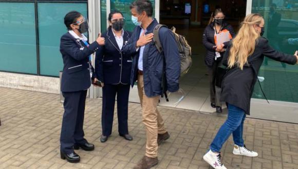 Tras permanecer retenido en el aeropuerto Jorge Chávez, el líder opositor venezolano Leopoldo López pudo concretar su ingreso al Perú | Foto: @leopoldolopez