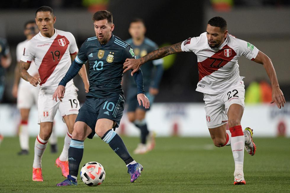 La selección peruana enfrentó a Argentina por las Eliminatorias Qatar 2022 en el Estadio Monumental de River Plate | Foto: AP/AFP/Reuters