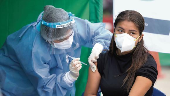La campaña de vacunación contra el COVID-19 continúa en el Callao. (Britanie Arroyo / @photo.gec)