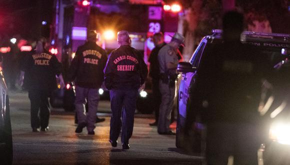 Los cinco agentes se encuentran internados en el Centro Médico Memorial Hermann-Texas: uno fue trasladado en helicóptero, dos se encuentran graves y los demás están estables, según autoridades. (AP)