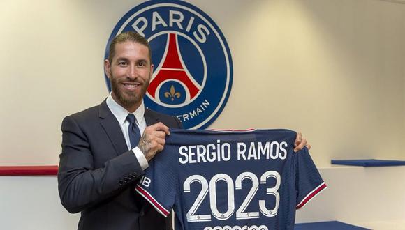 El defensa español llega por dos años al club francés. (Foto: Twitter @PSG_espanol)
