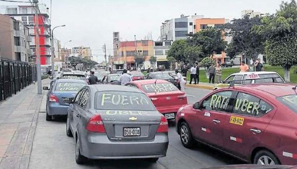 Taxis por app, informales pero necesarios [Crónica]
