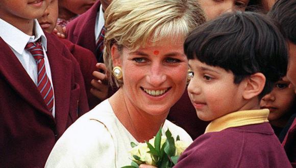 Diana de Gales le envío una nota de agradecimiento a una estrella de Hollywood por distraer a la prensa durante su divorcio de Carlos. (Foto: EFE)