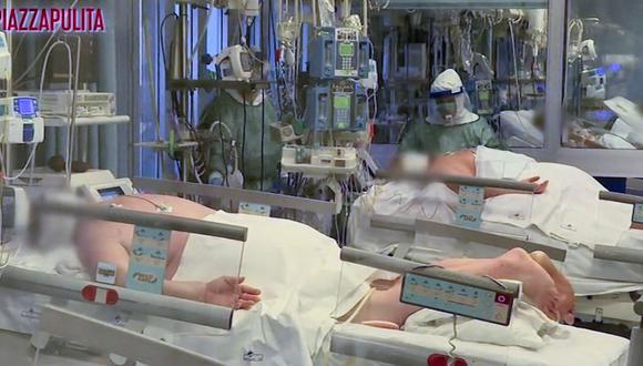 Médicos con trajes protectores tratan a pacientes con coronavirus en una unidad de cuidados intensivos en el hospital de Cremona, en el norte de Italia. (Reuters).