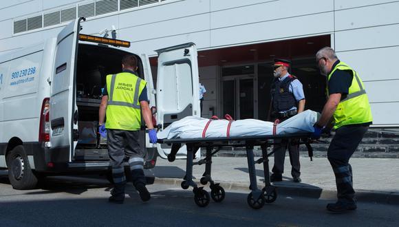 "Barcelona: Consideran ""atentado terrorista"" ataque de argelino abatido en comisaría de Cornellà de Llobregat. (EFE)."