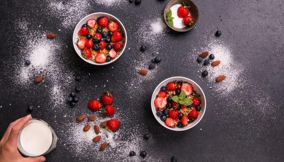 El calcio presente en diversos alimentos como la leche o frutas ayuda a fortalecer huesos y articulaciones. (Foto: Lukas Bieri / Pixabay)
