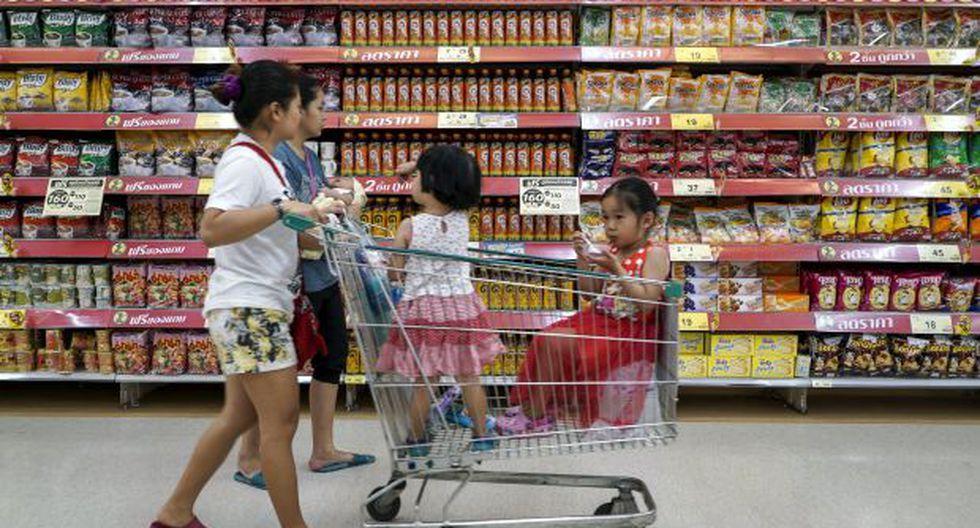Sin muchas fórmulas matemáticas puedes calcular qué cola del supermercado es la más rápida. (Foto: Reuters)