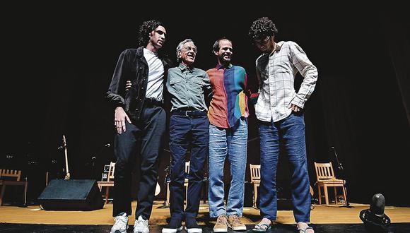 Caetano y sus tres hijos en el concierto en el KM Advantages Hall de Río de Janeiro. Fue el último de una gira que fue vista por casi medio millón de personas.