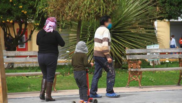 Un menor de edad fue captado, la tarde de ayer, en el parque Centenario, en Huancayo, acompañado de sus padres. (Foto: GEC)