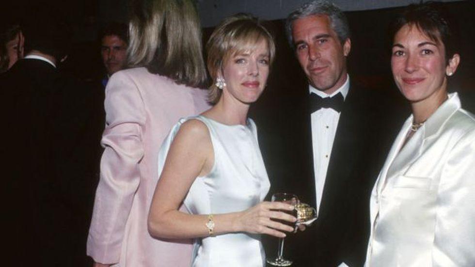 Maxwell (derecha) era la compañía frecuente de Epstein en eventos sociales. FOTO: GETTY IMAGES, vía BBC Mundo