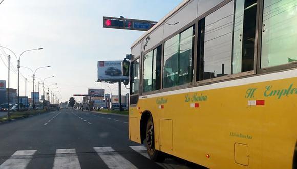 Bus cruzó avenida en luz roja y debe 5 mil soles en multas