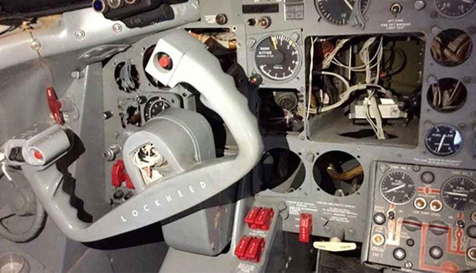 No tiene motor y la cabina de vuelo es un desorden. Aun así, su precio base es de US$ 430.000 (Foto: Difusión)