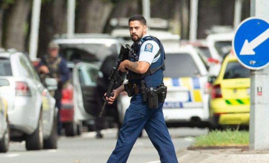 La tragedia del viernes reabrió el debate nacional sobre las leyes de portación de armas en Nueva Zelanda. (EPA vía BBC)