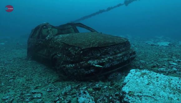 El carro ahora forma parte del ecosistema. Por ello, no será llevado a la superficie. (Foto: KyodoNews   YouTube)