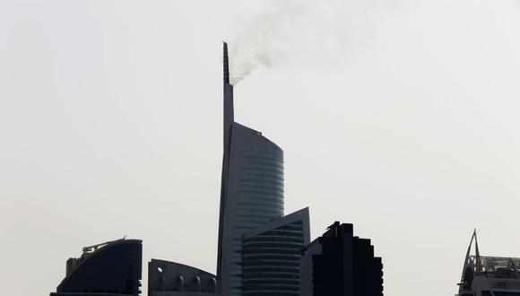 YouTube | Reportan un incendio en el edificio Almas Tower de Dubái | VIDEO (Foto: AP)