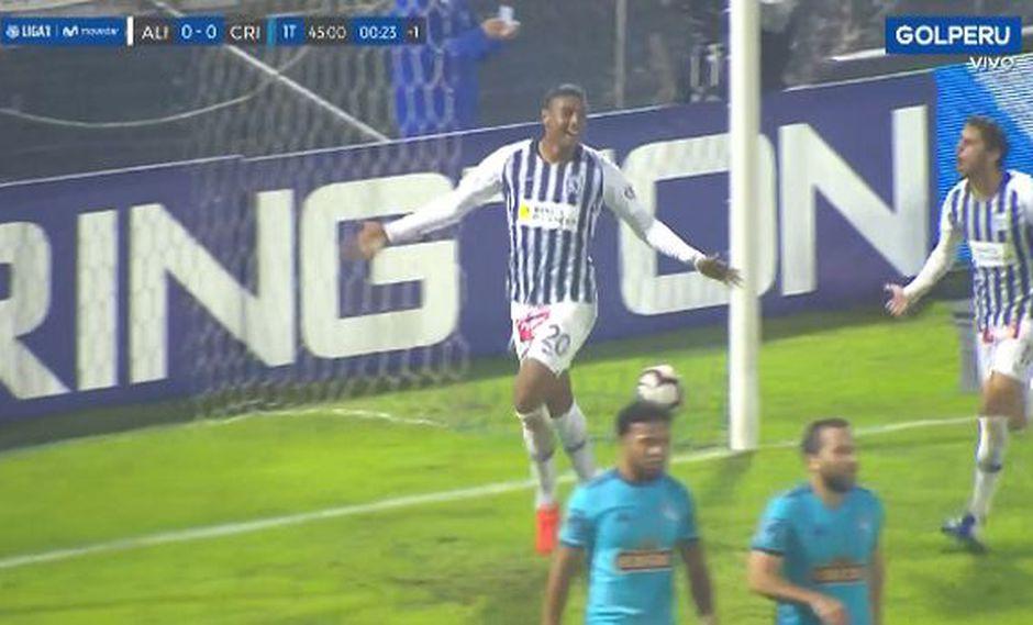 Alianza Lima vs. Sporting Cristal: Aldair Fuentes y el genial cabezazo para el 1-0 en 'Matute' | Foto: Captura