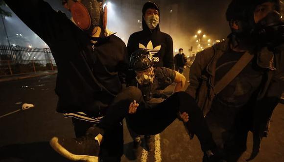 Más de un centenar de heridos se reportó en los enfrentamientos entre los manifestantes y la policía en el Centro de Lima (GEC)