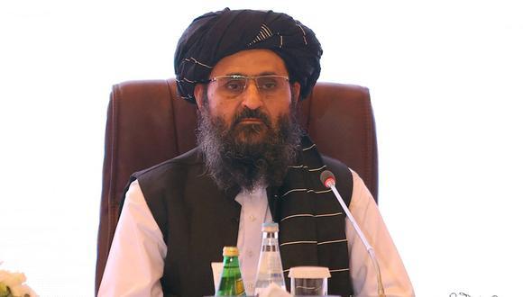 El líder del equipo negociador talibán Mullah Abdul Ghani Baradar al final de las conversaciones de paz entre el gobierno afgano y los talibanes en Qatar, el 18 de julio de 2021. (KARIM JAAFAR / AFP).