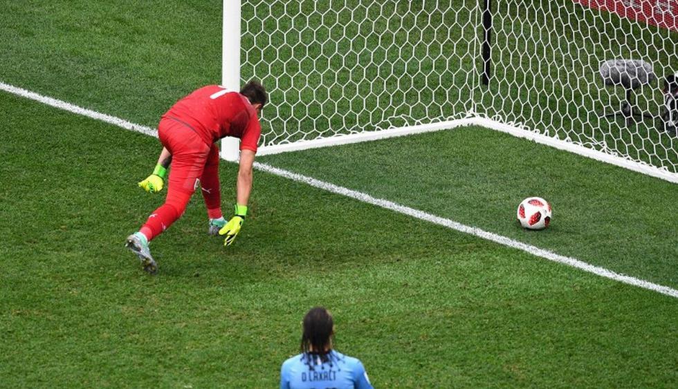 La pelota terminó en el fondo de la red. (AFP)