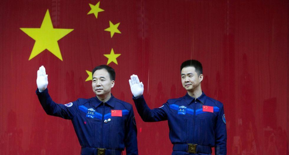 Astronautas chinos regresan a Tierra tras un mes en órbita