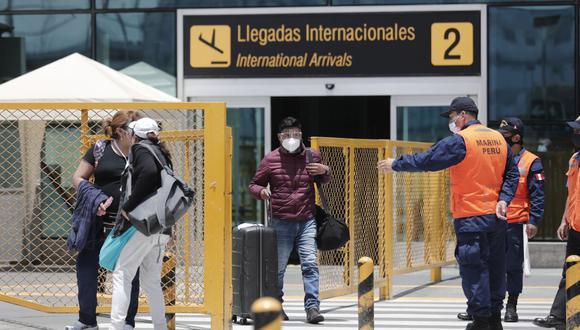 Ejecutivo limitó el tránsito aéreo desde Brasil y amplió la suspensión de vuelos procedentes de Europa. (Foto: Leandro Britto / GEC)