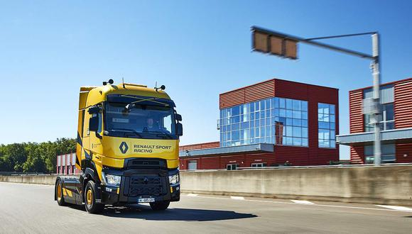 Lleva la pintura amarilla Sirius, propio de los Fórmula 1 de Renault Sport Racing, así como los cuadros amarillos y negros, con los que se identifica a los modelos Renault Sport. (Difusión)