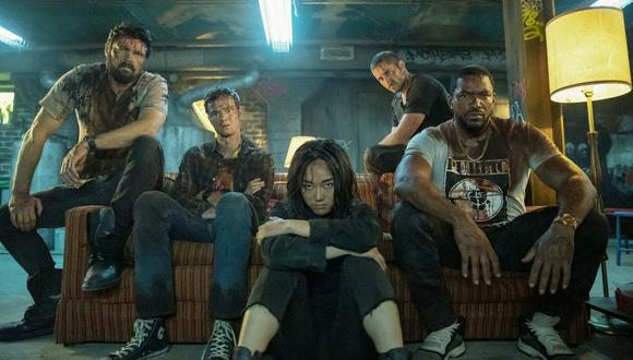 "De izquierda a derecha Butcher (Karl Urban), Hughie (Jack quaid), Kimiko (Karen Fukuhara), Frenchie (Tom Kapor) y Mother's Milk (Laz Alonso); el quinteto protagonista de ""The Boys"". Foto: Prime Video."