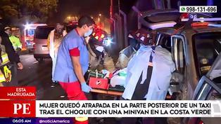 Mujer quedó atrapada en taxi tras choque con una minivan en la Costa Verde