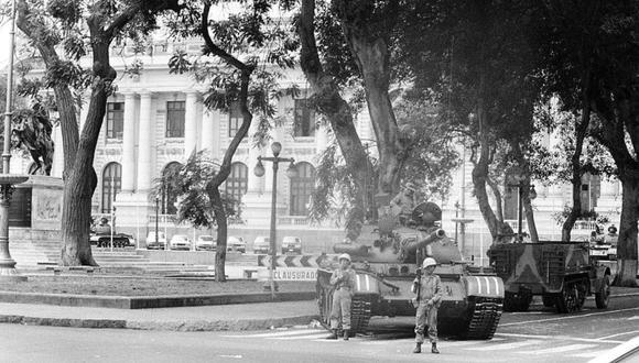 """El 5 de abril de 1992,  Alberto Fujimori dio un """"autogolpe de Estado"""" en donde instaló el toque de queda. (Foto: Archivo El Comercio)"""