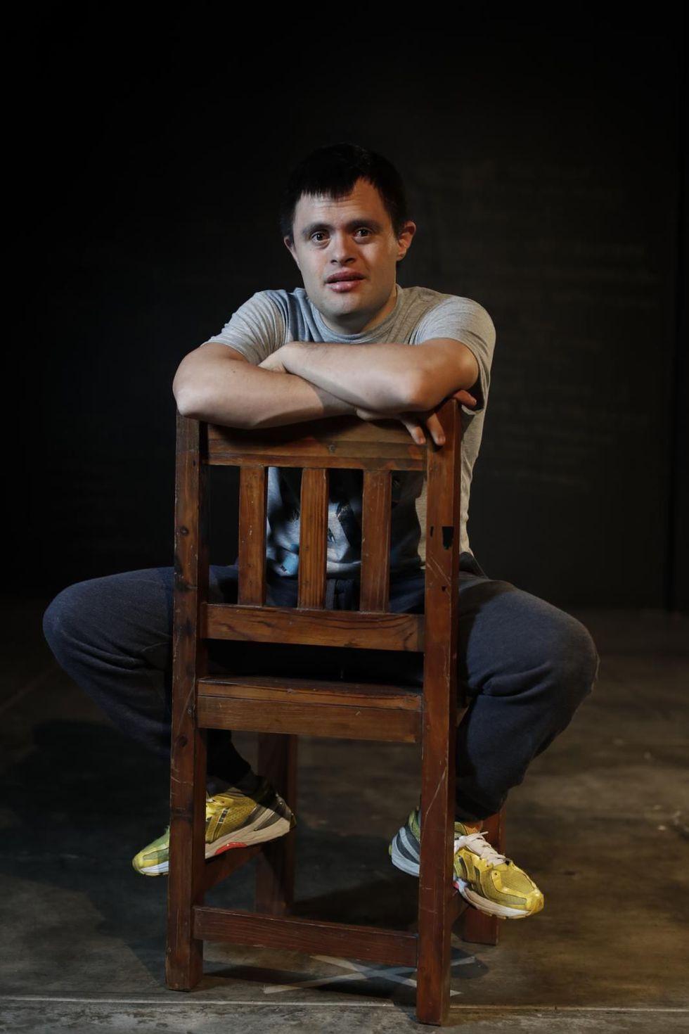 Jaime no quiere perderse el ensayo en donde junto a otros chicos con discapacidad intelectual representarán a Hamlet en el Teatro La Plaza. (César Campos / El Comercio)