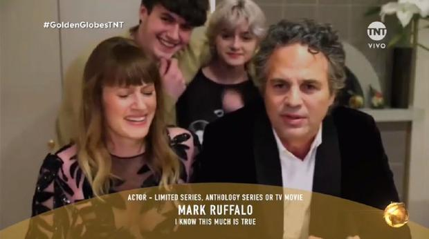 Mark Ruffalo with his family after winning at the 2021 Golden Globes (Photo: TNT Capture)