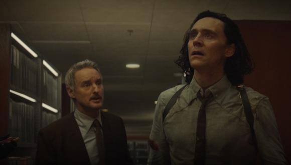 Loki (Tom Hiddleston) y Mobius (Owen Wilson) en los minutos finales del sexto episodio de la serie. Foto: Disney+.