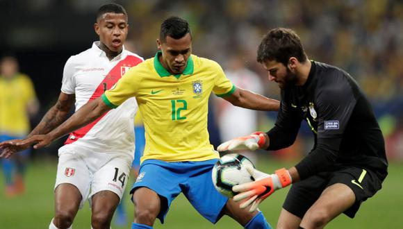 Alisson, Alex Sandro y Andy Polo. (Foto: Reuters)