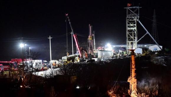 Se cree que los mineros están atrapados a unos 600 metros de la salida de la mina, dañada por una explosión. REUTERS