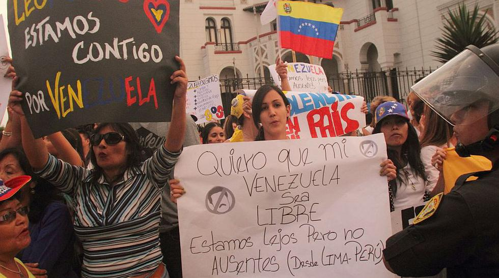Peruanos y venezolanos protestaron contra el gobierno de Maduro - 1