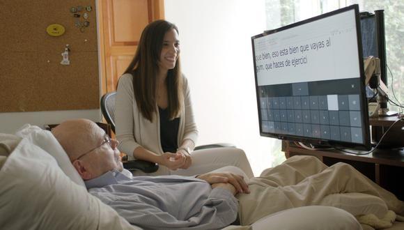 Otto Knoke no puede moverse ni hablar y pasa la mayor parte del tiempo acostado en una butaca frente a la pantalla de su ordenador. (Foto: EFE)