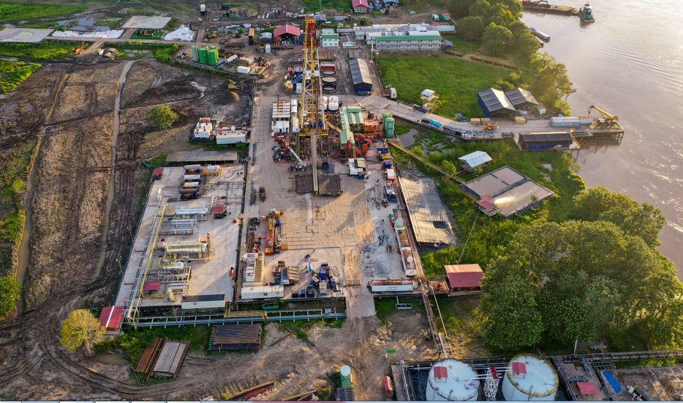 Petrotal transporta la producción de petróleo del lote 95 mediante barcazas hacia el oleoducto norperuano (Foto: Petrotal).