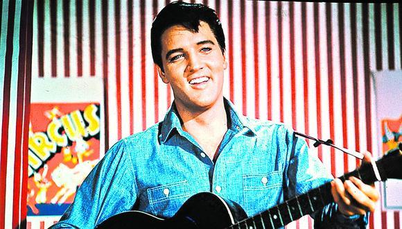 """Elvis Presley toca honky-tonk en la película """"Roustabout""""  de 1964. [Foto: AP]"""