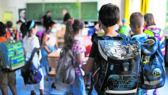 Aún no se sabe cómo se dictarán las clases este año. Ante ello, las escuelas presentan a las familias  tarifarios acorde a tres modalidades. (Foto: AFP)