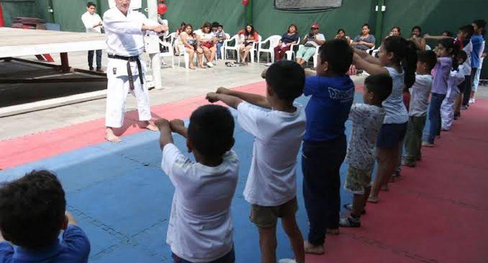 Deporte gratuito: Si su hijo es amante de los deportes como el fútbol, básquetbol, voleibol, boxeo, judo, rugby, atletismo, hockey, cricket, tenis de campo, natación, karate, softbol, futsal, bádminton y ciclismo; el Instituto Peruano del Deporte (IPD) brindará cursos gratuitos (previa inscripción) durante todo el verano en Lima y provincias.