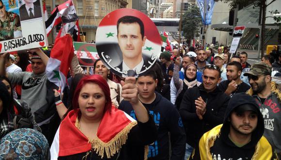 Un grupo de sirios protestas en Australia en contra de las injerencias extranjeras en la guerra civil de su país, y a favor del presidente Bashar Al Asad. Fotografía del 2013. AFP