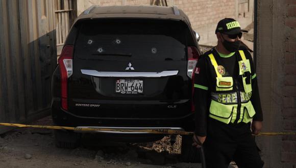 El empresario fue asesinado dentro de su vehículo. (Fotos: Leandro Britto / @photo.gec)